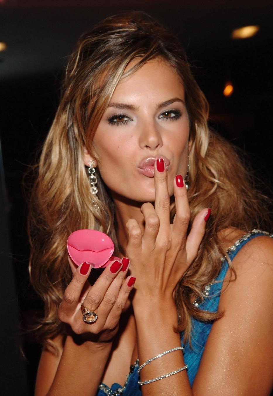 Alessandra Ambrosio photo gallery - high quality pics of ... Kim Kardashian Makeup