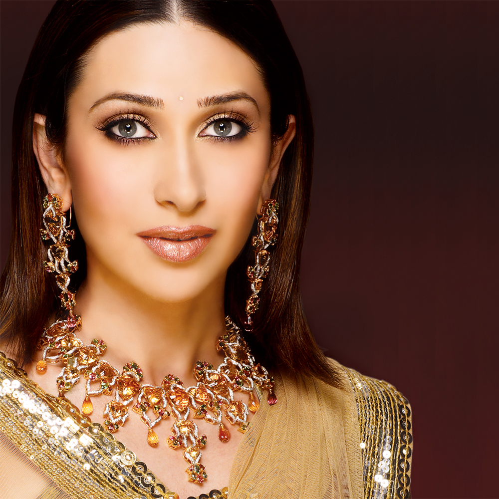 Karisma Kapoor Photo Gallery 4 High Quality Pics Of