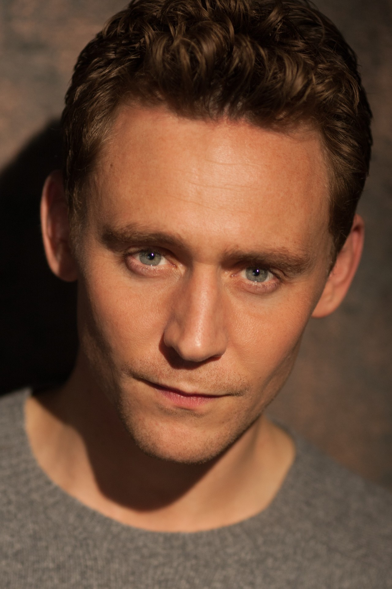 Tom Hiddleston photo g...